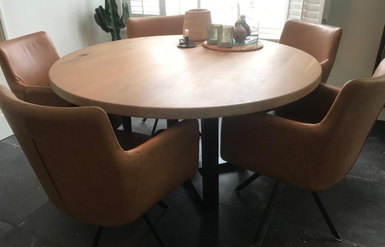Eikenhouten ronde tafel