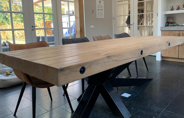 Robuuste eikenhouten balken tafel